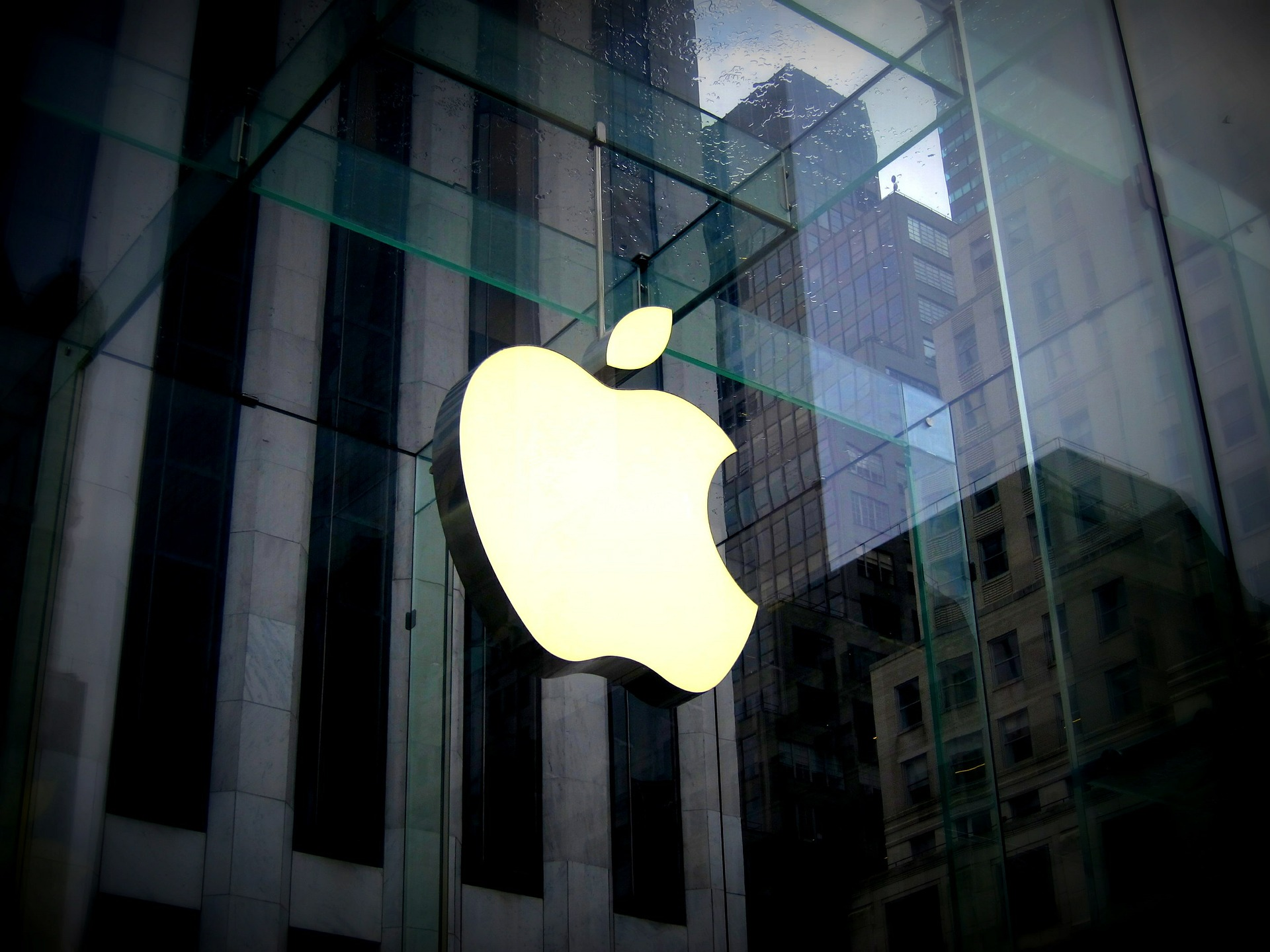 Apple Inc. is credible among its publics and is able to communicate successfully using translucency. (Photo courtesy of Matias Cruz, Pixabay)