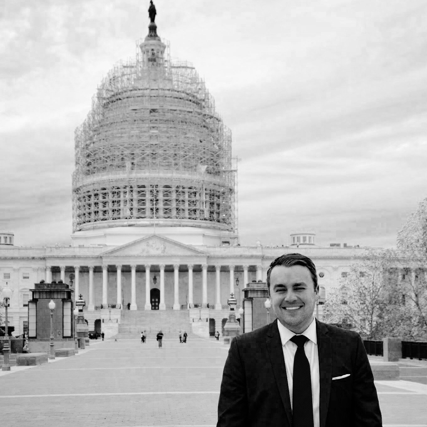 Matt Whitlock stands in front of the U.S. Capitol Dome restoration project. Whitlock is working on Capitol Hill for his second time. (Image retrieved Oct. 18, 2016 from Twitter.)